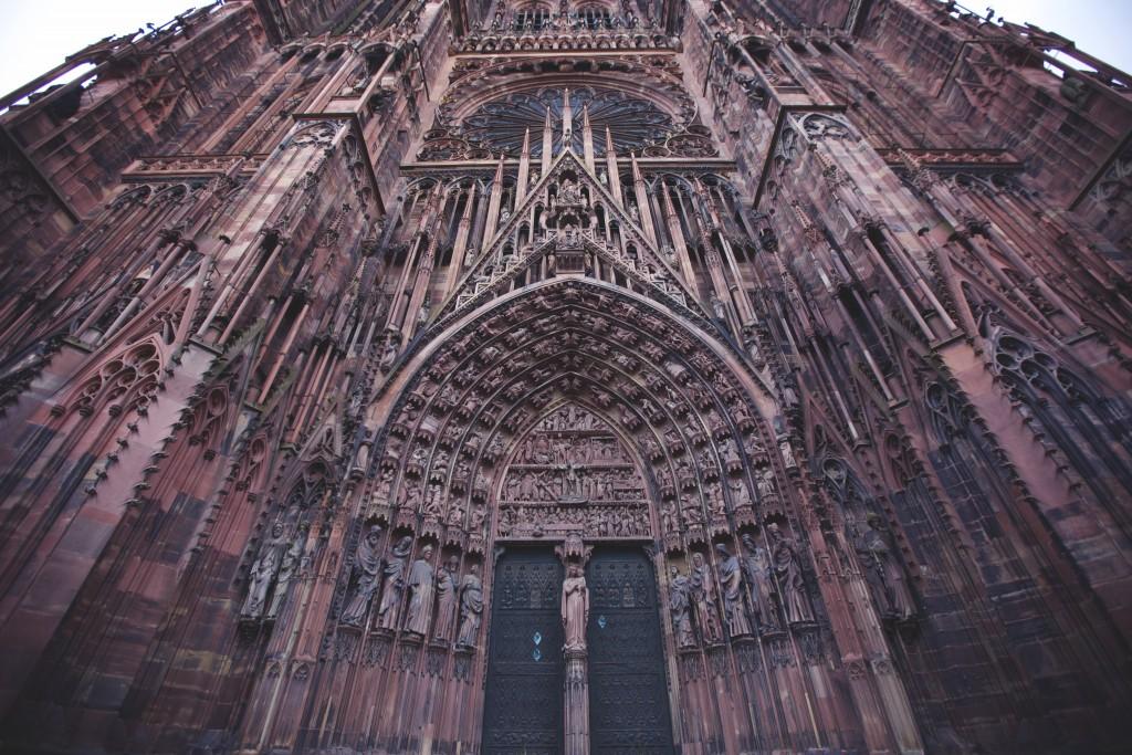 cathédraleAVECLEPUTAINDEFILRE