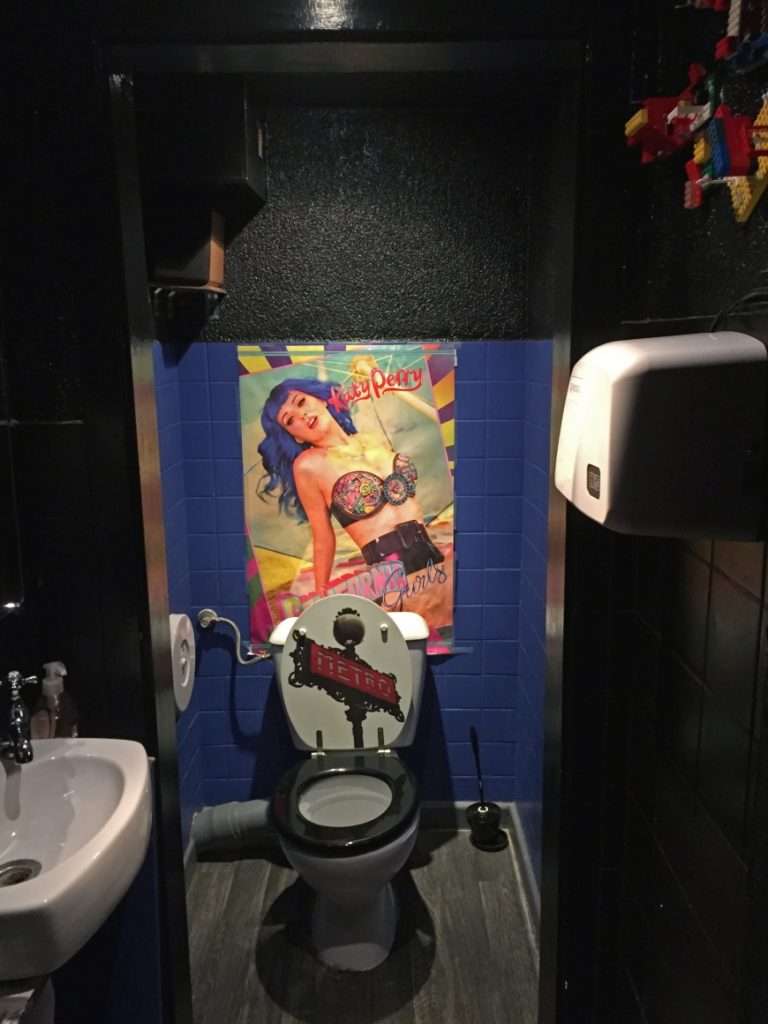 wc croque bedaine