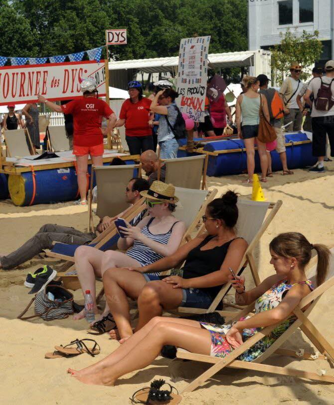 le-lancement-des-animations-estivales-sur-la-presqu-ile-malraux-avec-la-plage-d-un-cote-et-la-course-de-baignoires-de-l-autre-photo-dna-j-c-dorn-1439923005