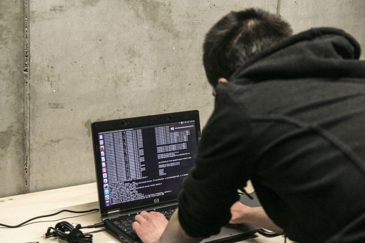 Doit-on cacher sa webcam ? On a rencontré un hacker strasbourgeois pour savoir