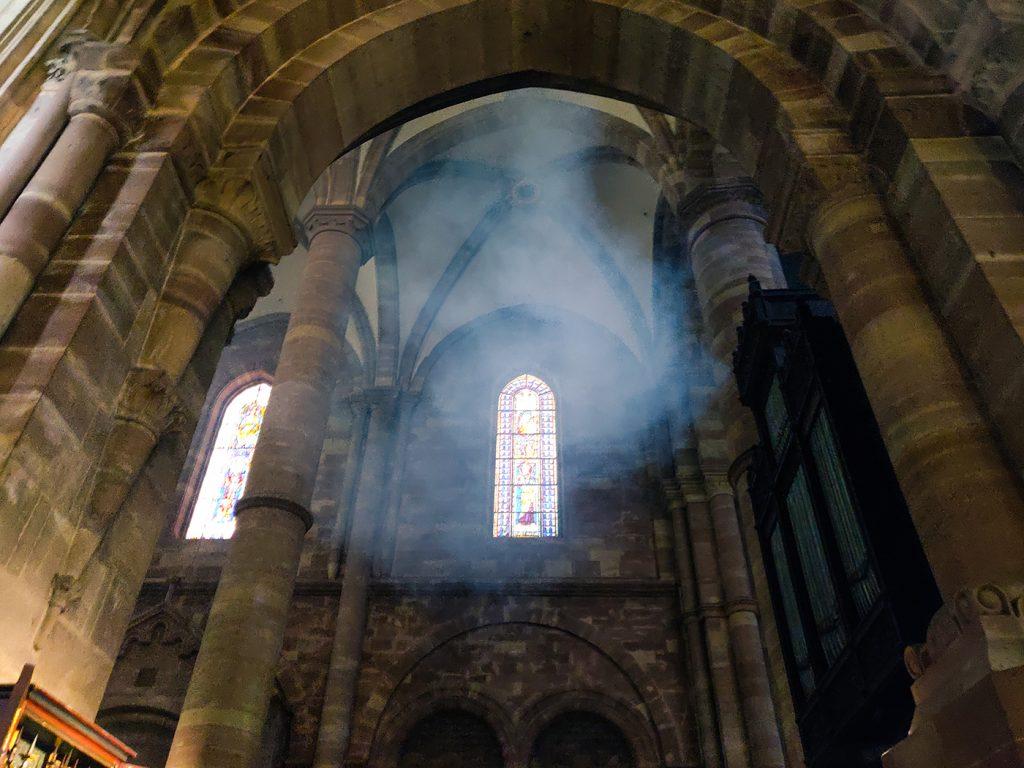Fausse fumée dans la cathédrale