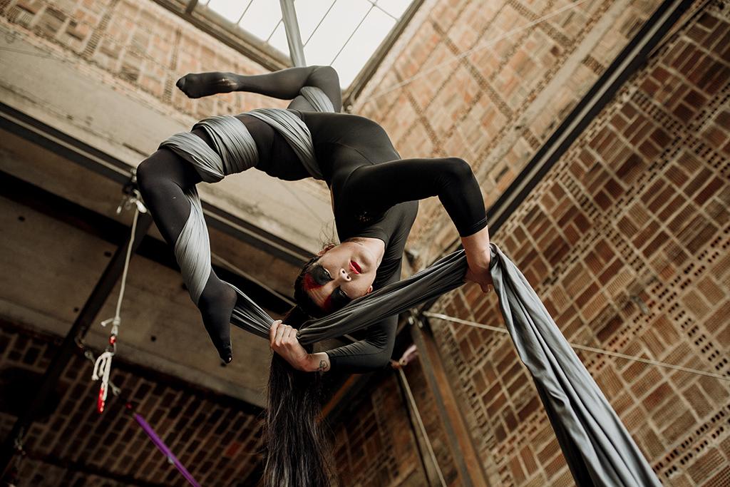 Joséphine Li, acrobate L'envolée Studio